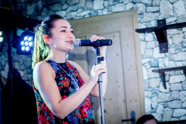 Musikband Nigth Sängerin Anna