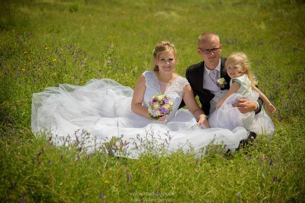 Hochzeitsfotos auf dem Feld in Sulzbach-Rosenberg