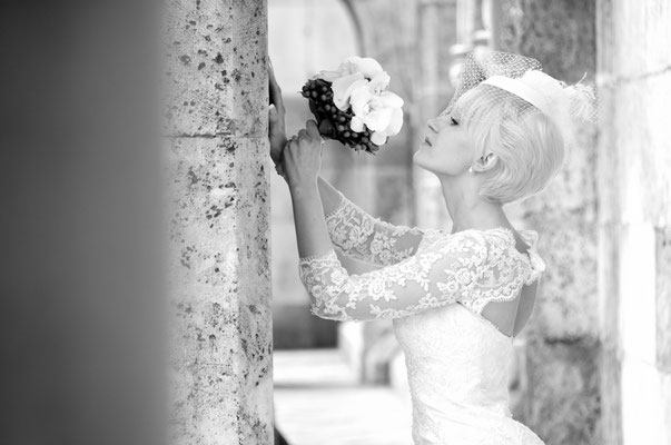 Hochzeitsfoto von der Braut bei Domplatz in Regensburg
