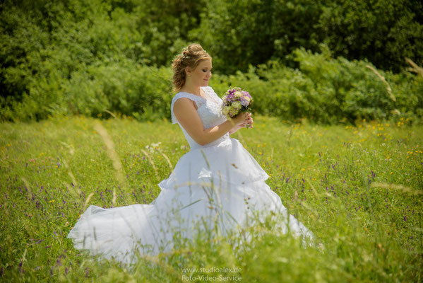 Die Braut auf dem Feld in Sulzbach-Rosenberg