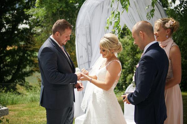Hochzeitsbilder von der freien Trauung in Schorndorf gut Hötzing