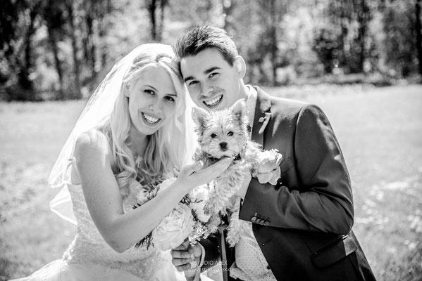 süße Hochzeitsbilder Ideen mit dem Hund in Straubing