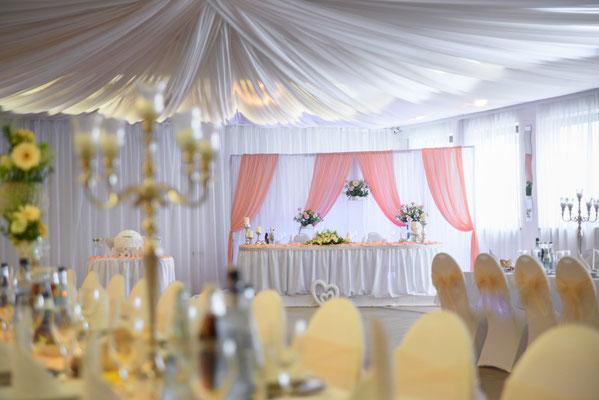 Kontaktiere uns unter 09621782680 um Dekorateur für Hochzeit zu finden