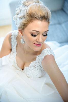 Die schöne Hochzeitsbraut Linda