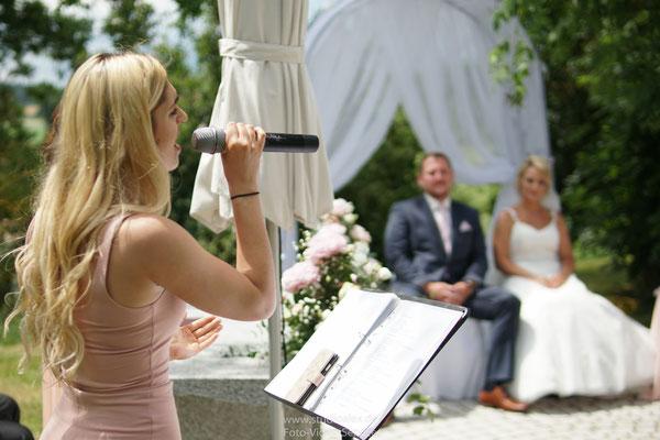 Sängerin für die freien Trauung in Schorndorf gut Hötzing