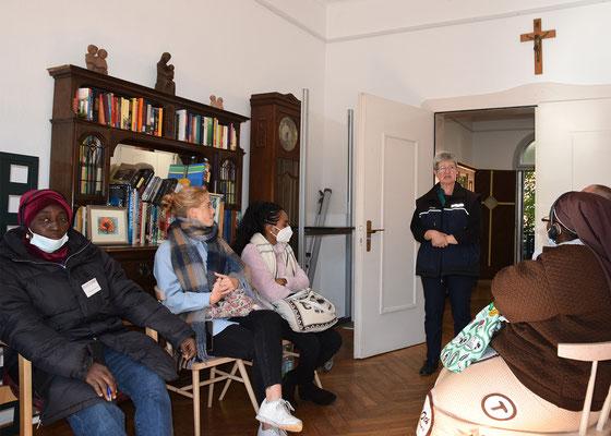 Sr. Ursula Preusser berichtet über die Arbeit im Sozialpastoralen Zentrum Petershof
