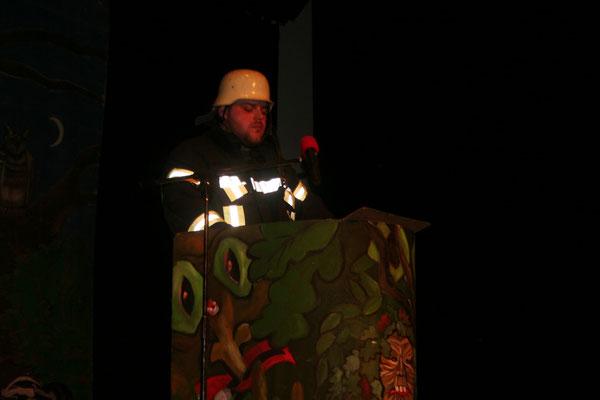Feuerwehrmann Herbert Meier (alias Florian Balzer) steigt in die Hüsemer Bütt