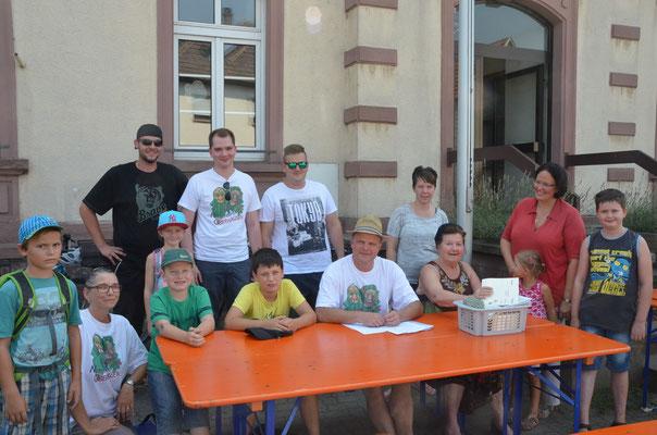 Vor dem Start der Dorf-Ralley 2015
