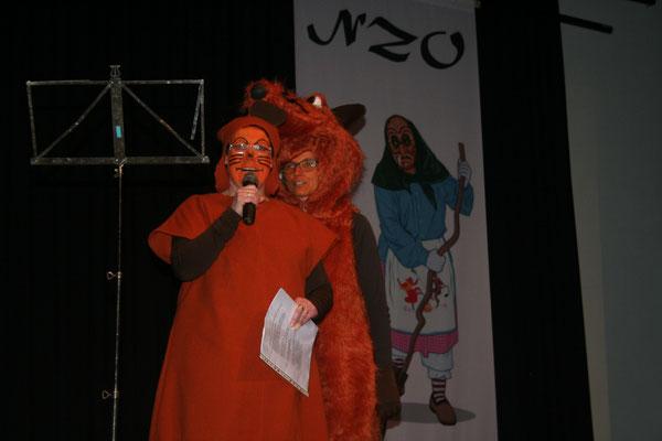 Christine Bühler (ebenfalls in der Verkleidung der Maus) erinnert singend an die Fernseh-Ikone unzähliger Kinder
