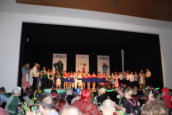 Zum Finale kommen nochmal alle Akteure des Abends auf die Bühne