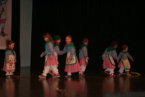 Unsere Kleinsten schwingen das Tanzbein und zeigen ihr Können