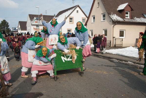 Das Hexenbett beim Rosenmomntagsumzug 2010 in Oberhausen