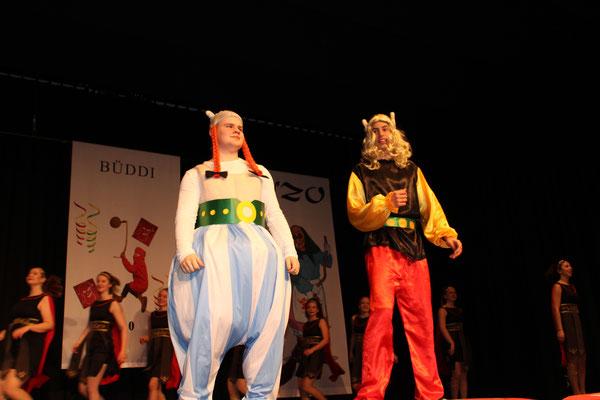 """Asterix und Obelix bei den Römern wird vorgeführt von """"Dance United"""""""
