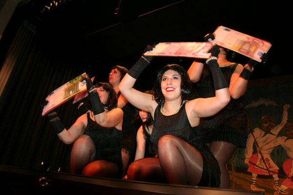 Das NZO Ballett beendet das Programm mit einer Vorstellung aus dem Casino