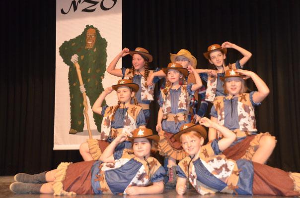 Die NZO Kids tanzen als Cowboys & Cowgirls