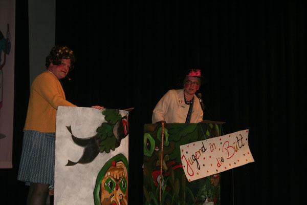 Bei ihrem Auftritt lassen sich Hilde und Gerda (Dominik und Dieter Spitz) über die Probleme des Alters aus