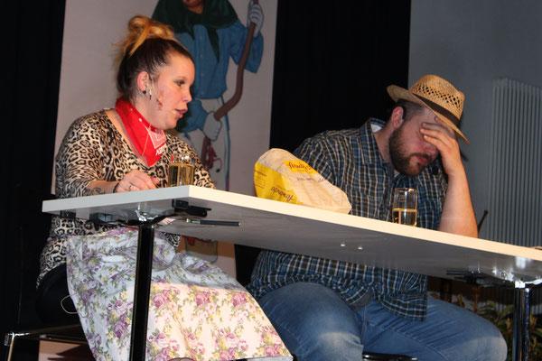 Das streitlustige Paar Christa und Herbert Maier (Katharina Seeger und Florian Balzer) lässt das Publikum an seinen Alltagsproblemen teilhaben
