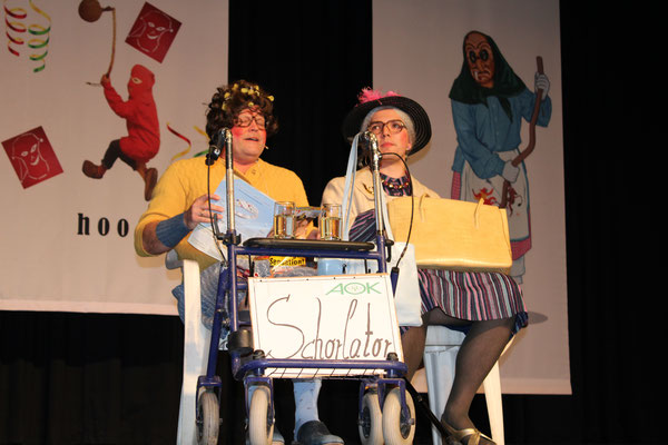 Auch Hilde und Gerda (Dominik Spitz und Dieter Spitz) haben wieder den Weg ins Bürgerhaus gefunden