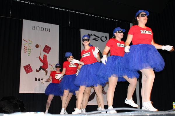 Als letzter Programmpunkt präsentiert sich das NZO Ballett als Panzerknacker