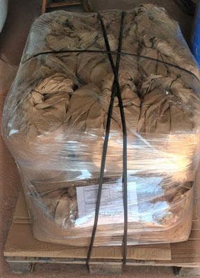Unsere Fugenmasse wird verpackt auf Europaletten Dautschlandweit transportiert