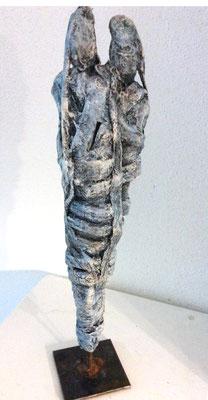 Verbundenheit/ Skulptur aus Ton/Gaze/Kaltbemalung