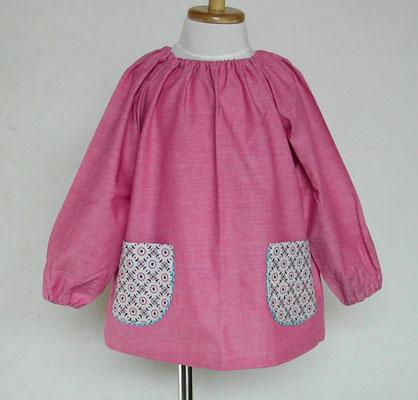 ピンク系シャンブレー+紺系お花柄ポケットのスモック