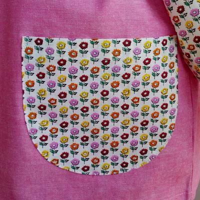 ピンク系シャンブレーと小さなお花畑柄のスモック