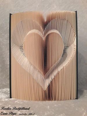 Ein Herz in inverser Form gefaltet. Sieht toll aus und ist mal etwas anderes. Eigentlich hat man hier ja 2 Herzen in Einem.