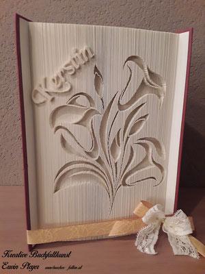 Für die Kerstin diese schönen Callas als Geburtstagsgeschenk in ein Buch gefaltet.