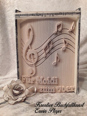 Notenschlüssel und verschiedene Noten für die liebe Moidi zum 70er, alles Gute zum Geburtstag.