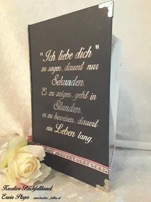 Foliencover in silbernen Look, ein absolut romantischer Spruch