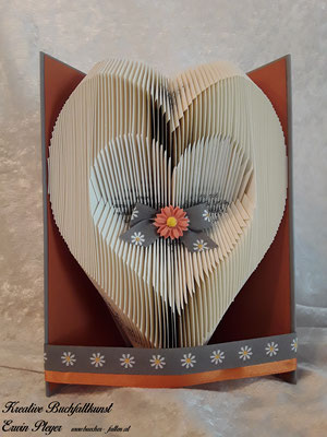 Ein wunderbares Herz in einem gefalteten Buch. Ein tolles Geschenk für viele verschieden Anlässe.