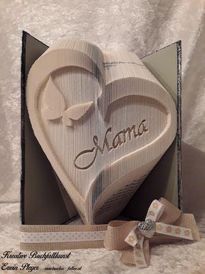 Dieses Herz mit einem Schmetterling und Mama ist ein tolles Geschenk zum Muttertag oder auch einfach nur zum Danke sagen.