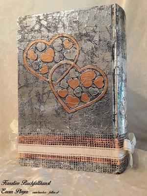 Zwei verbundene Herzen in Kupferfarbe gestaltet C16