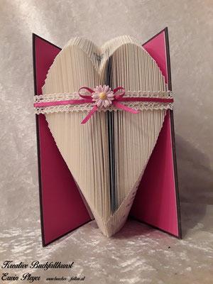 Ein einfaches Herz mit einer schönen Schleife.