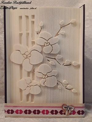 Dieses tolle Motiv von Orchideen sieht in dem gefalteten Buch immer wieder toll aus.