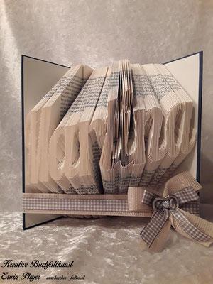 Die Martina freut sich über dieses gefaltete Buch als Geschenk sicher sehr.