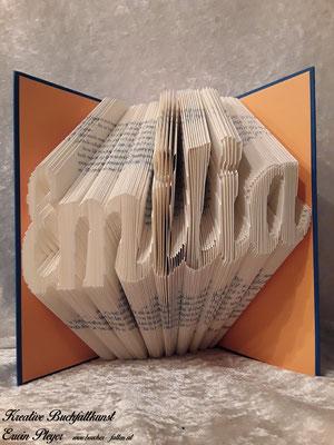 Die Emilia freut sich über dieses gefaltete Buch als Geschenk sicher sehr.