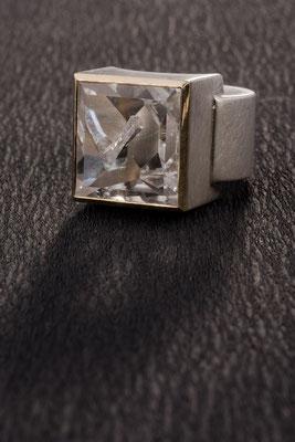 Ring von Urte Hauck,  Positivquarz     750/- Gelbgold     925/- Silber                          Verkauft