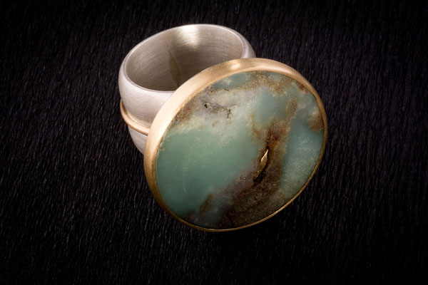 Ring von Urte Hauck, Hemmingen. Chrysopras, 750/-Gelbgold, 925/-Silber  VERKAUFT