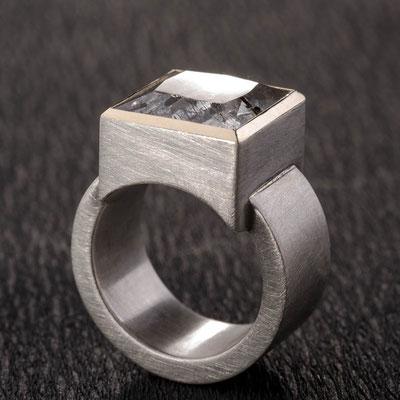 Ring von Urte Hauck, Hemmingen. Turmalinquarz, 750/- Gelbgold,  925/-Silber  VERKAUFT