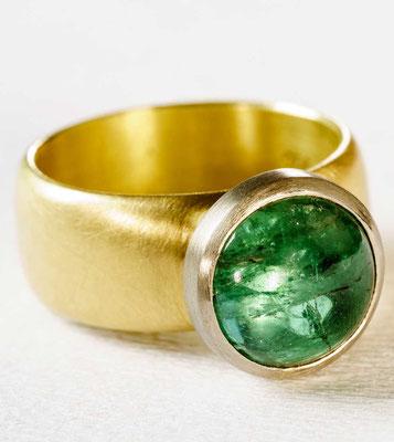 Ring von Urte Hauck, Hemmingen. Indigolith 750/- Pd Weißgold 750/- Gelbgold                   VERKAUFT