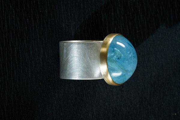 Ring von Urte Hauck, Hemmingen.   Aquamarin, 750/-Gelbgold / 925/-Silber                         VERKAUFT