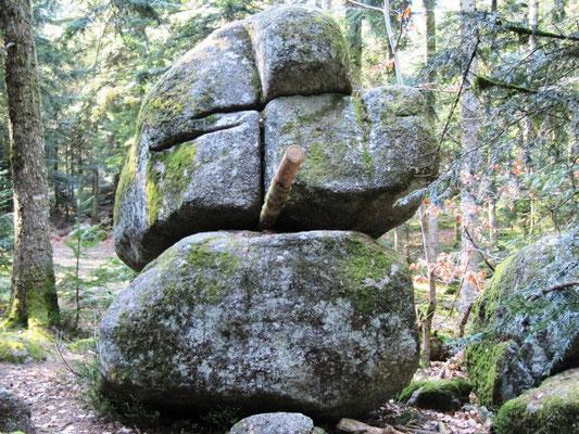 pierre branlante de Gouttenoire vers Noirétable