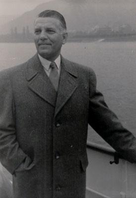 Johannes van Merkerk (1906-1992) in 1957 op de Rijn in Duitsland