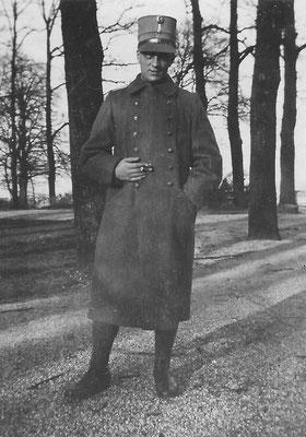 Cornelis Pieter van Merkerk (1908-1966) in 1931. Zijn foto in soldatenuniform is in Nederland gemaakt, hij moest uit Amerika terugkomen om de dienstplicht in Nederland te vervullen. Hij was Nederlands staatsburger.