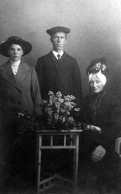 Dirkje Dina Molenaar (1897-1988), Teunis Molenaar (1867-1943), Maria Spruijtenburg (geb. 1866)