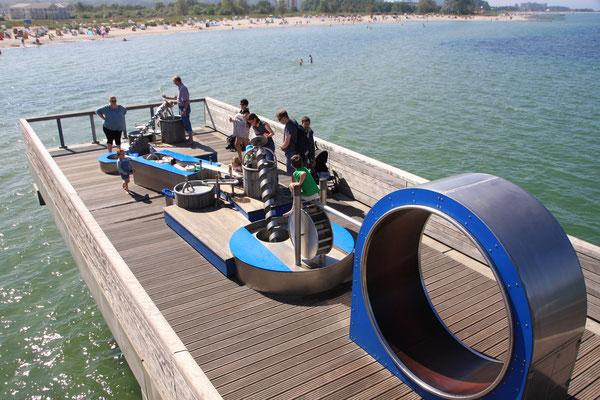 Der Wasserspielplatz auf dem Meer