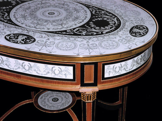 Penwork on black and white lacquer over wood ebony inlaid table, with guilt brass mouldings
