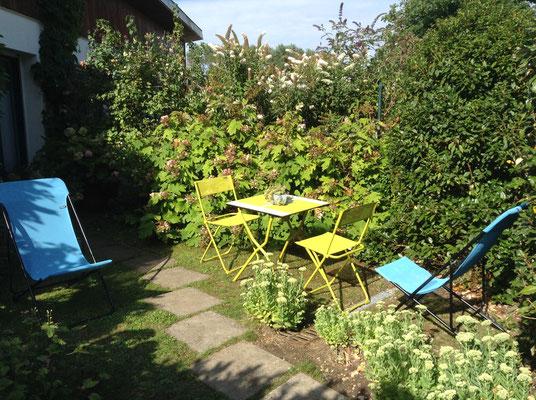 Jardin privatif très agréable et soigné du Petit Studio cosy Entre Mer et Forêt en solo ou à 2